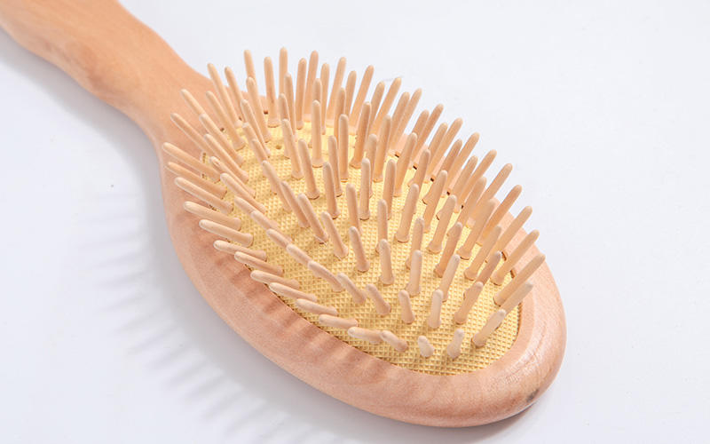 natural wooden handle hair brush head design for hotel